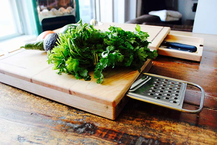 the-all-in-one-cutting-board-02